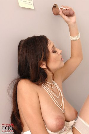 Zalia redhead escorts Lake Forest